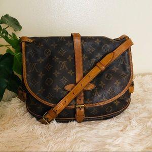 Saumur 30 Louis Vuitton crossbody Shoulder Bag